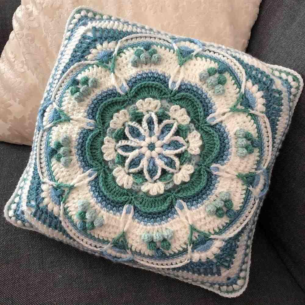 capa de almofada mandala com flor