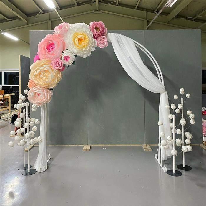 arco de flores de seda