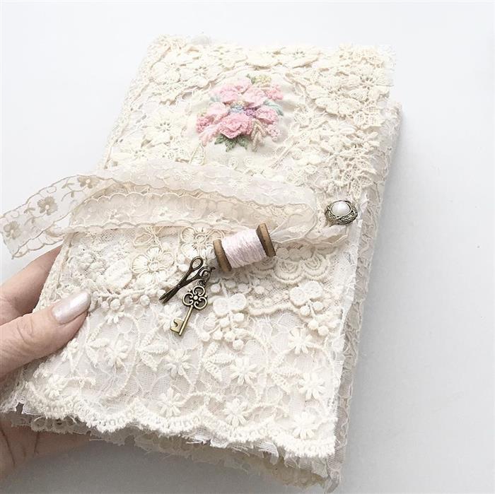 caderno decorado com renda