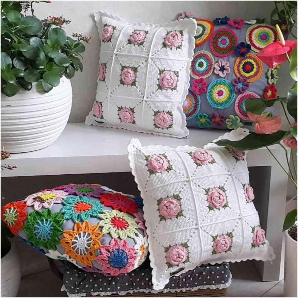 almofada com aplicação de flores