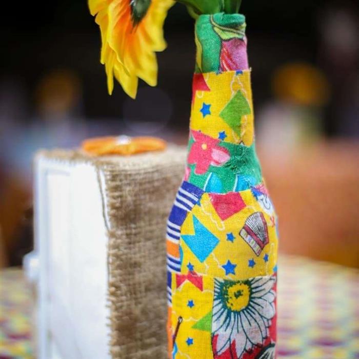 garrafa com tecido junino