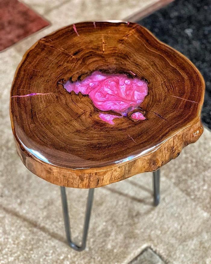 mesa com epoxi cristal