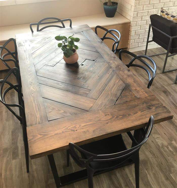 mesa feita com marcenaria