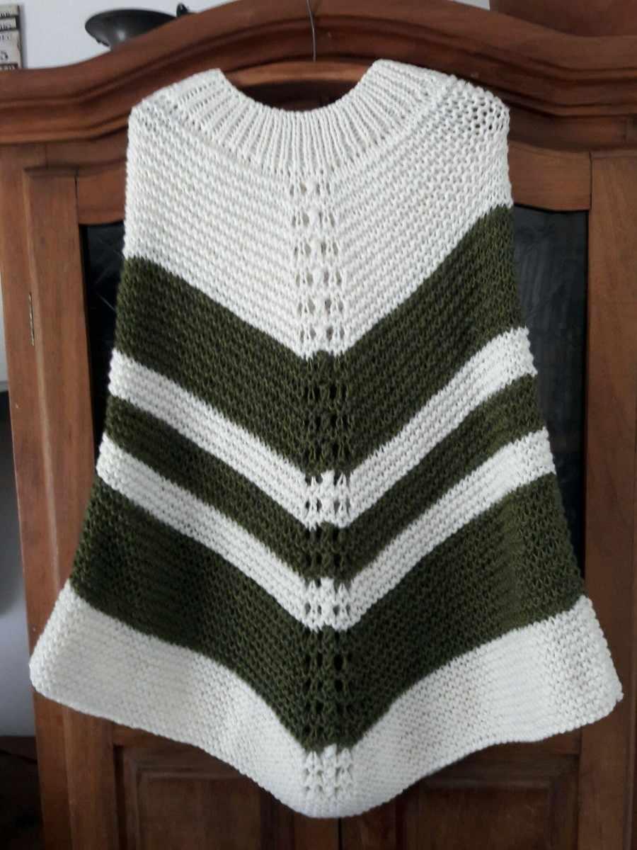 poncho verde e branco em v