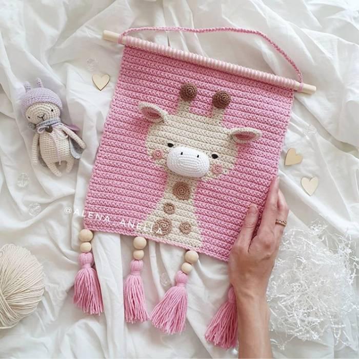porta maternidade de girafinha feita em croche rosa