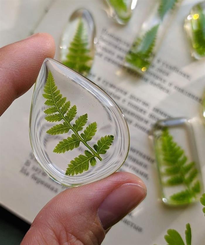 resina com folhas