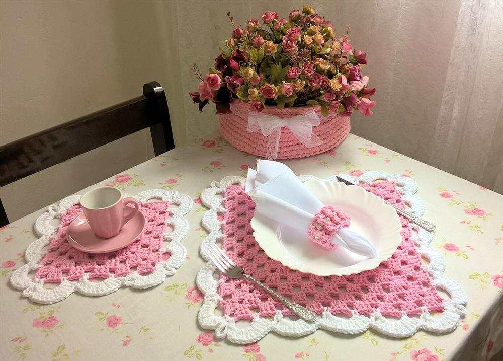 sousplat em croche rosa e branco