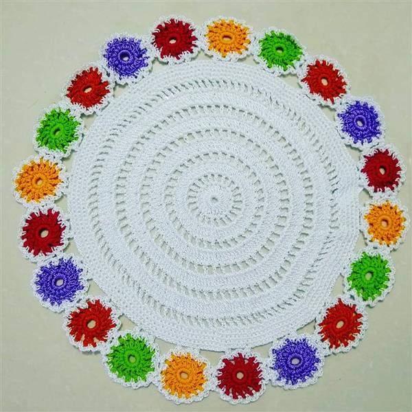 toalha de croche com flores coloridas