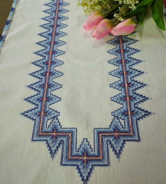 toalha de mesa bordada