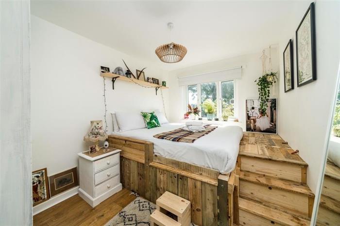 cama de palete com escada