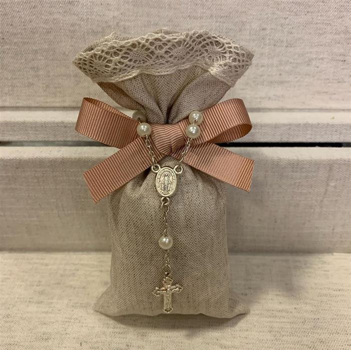 sachê bordado e perfumado com mini terço
