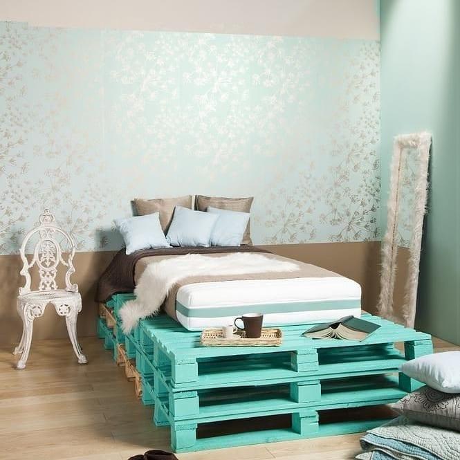 cama de palete pintado de verde