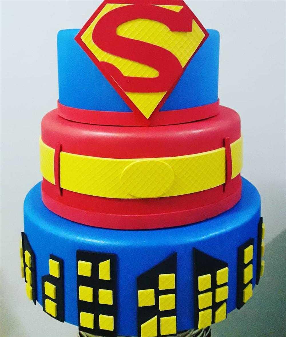 bolo falso de eva super homem