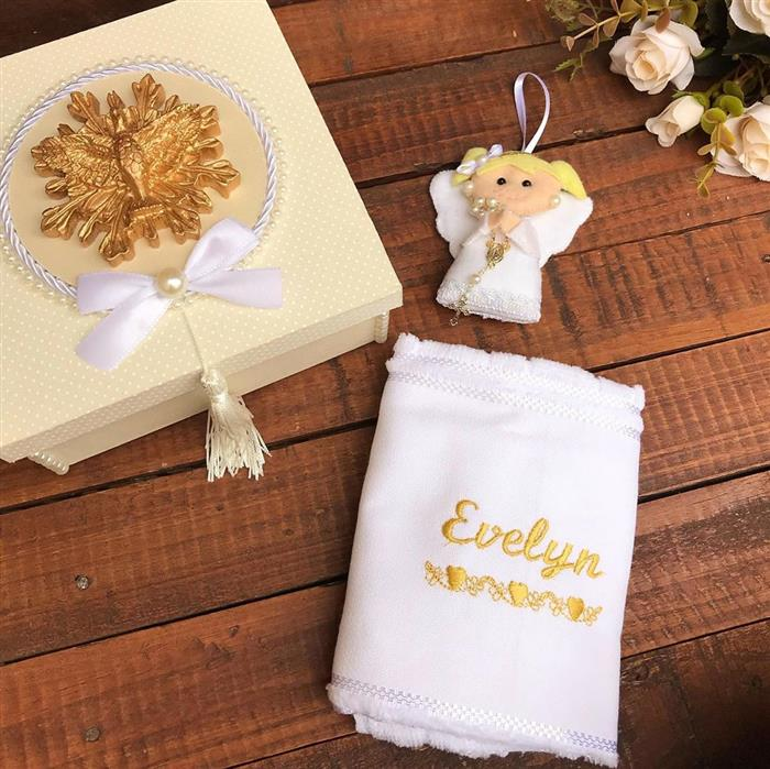 caixa decorada para padrinhos com toalha