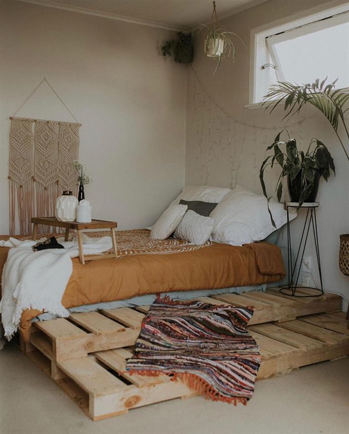 cama de palete grande com degrau
