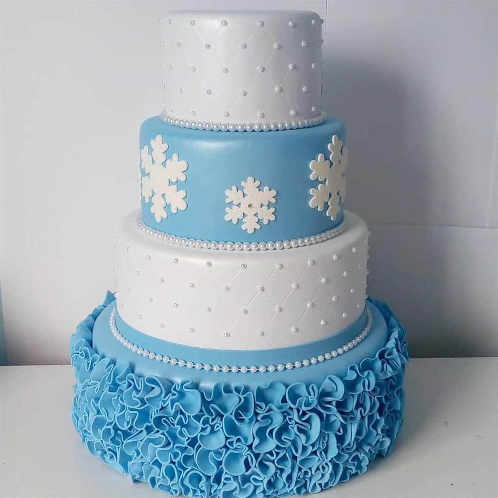 bolo fake de eva frozen branco e azul