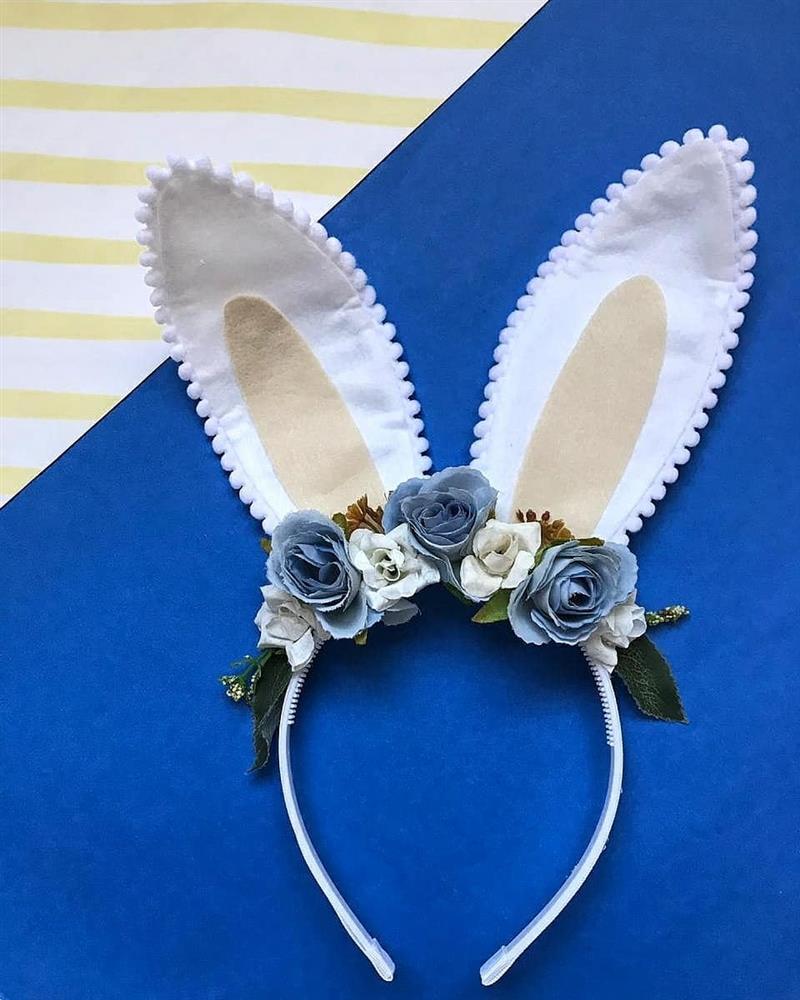 tiara com flores artificiais