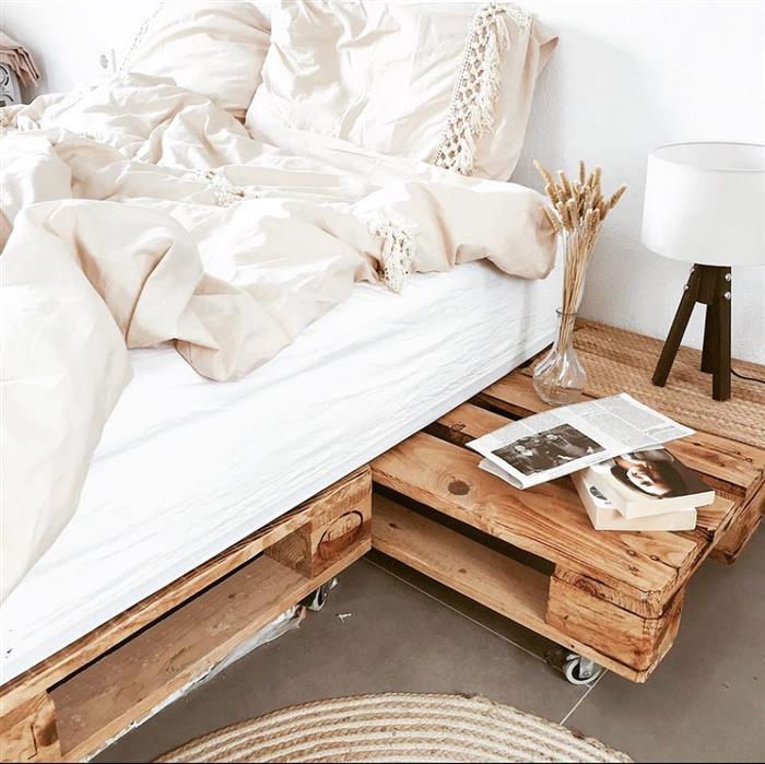 cama de madeira com rodinhas