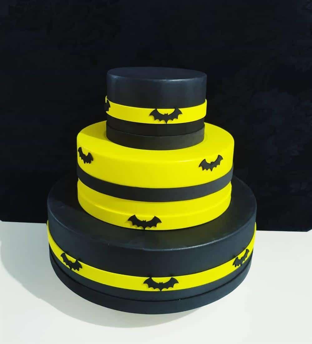 bolo fake do batman preto e amarelo