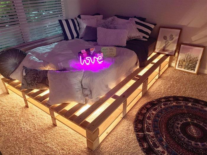 cama de palete com led embaixo
