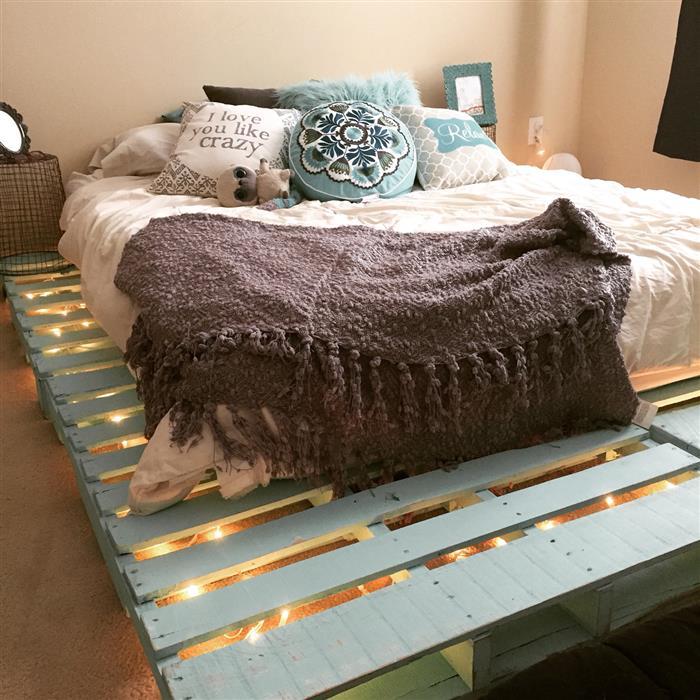 cama de palete pintado