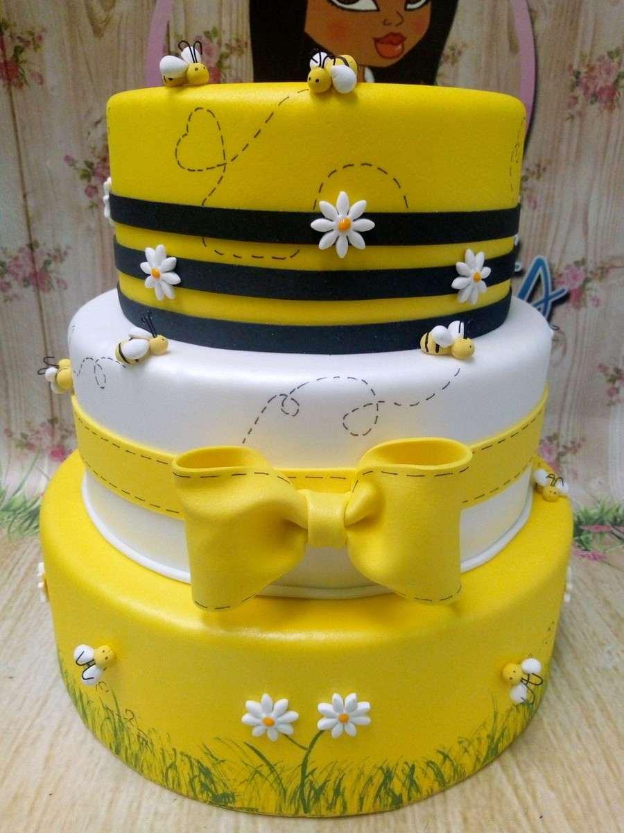 bolo fake de eva para festa infantil abelhinha