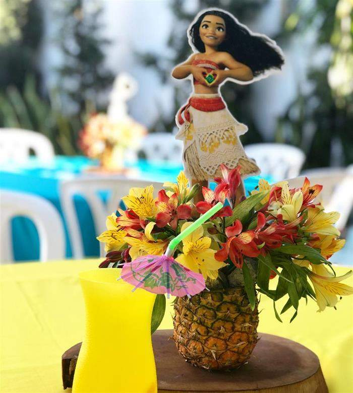 centro de mesa com abacaxi
