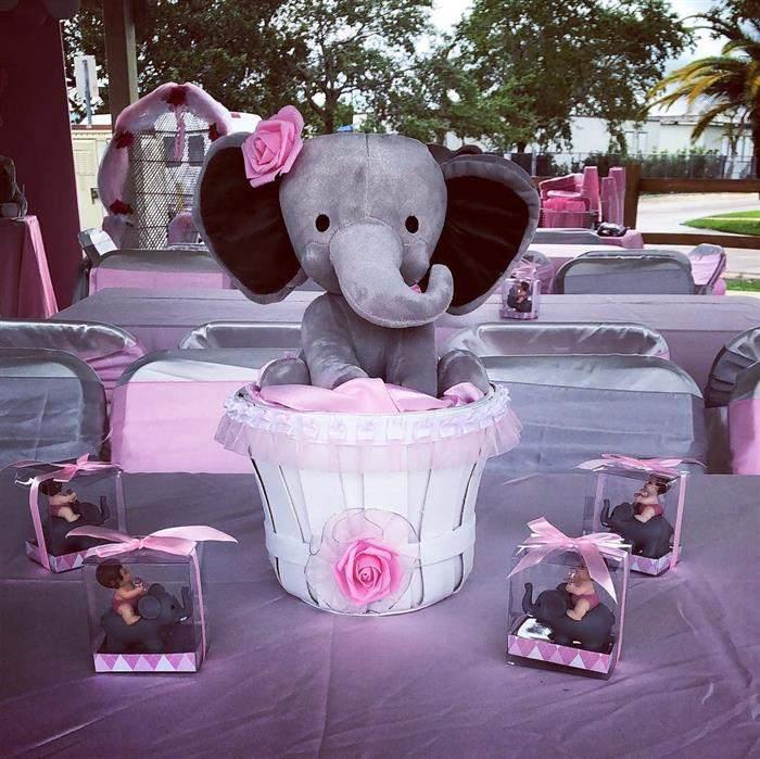 centro de mesa com elefante de pelucia