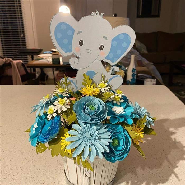 centro de mesa com flores de papel