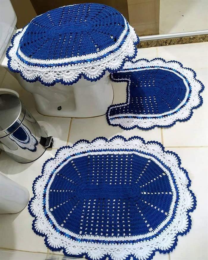 conjunto de banheiro azul com branco