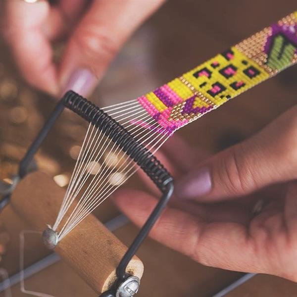fazendo pulseira