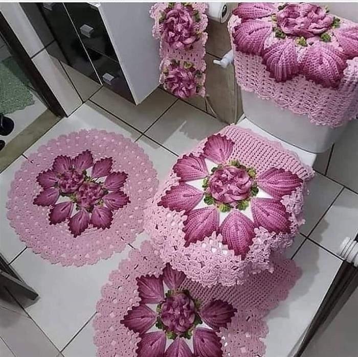jogo de banheiro em tons de rosa
