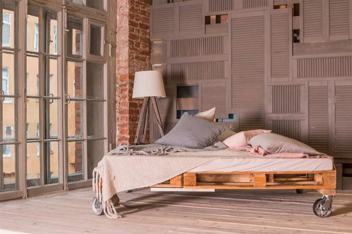 cama de paletes com rodizios