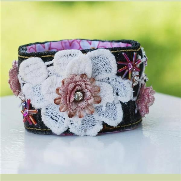 pulseira de tecido bordada