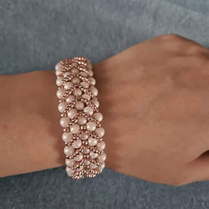 pulseira feita a mao