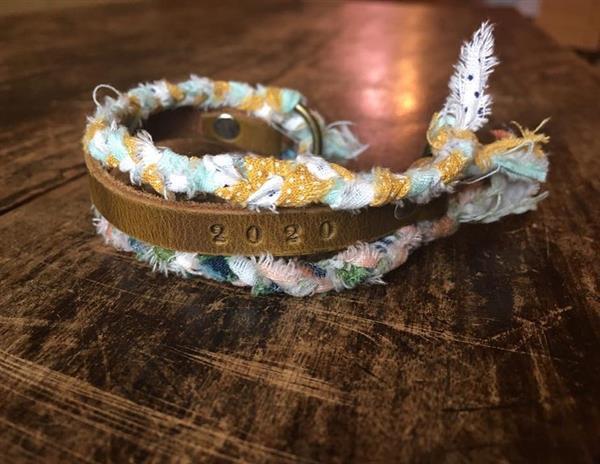 pulseiras de tecido com tag