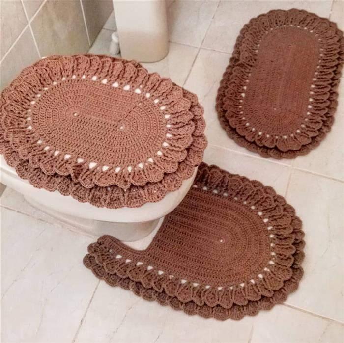 tapete marrom para banheiro