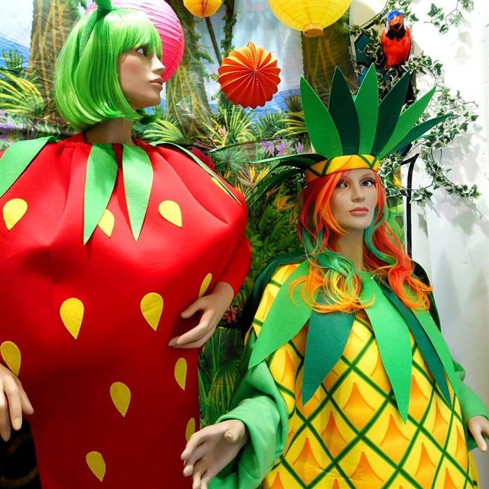 fantasia de fruta abacaxi e morango