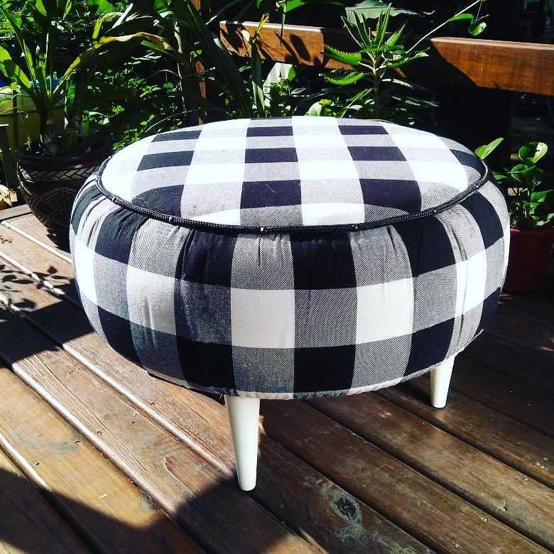 puff sustentável com tecido xadrez