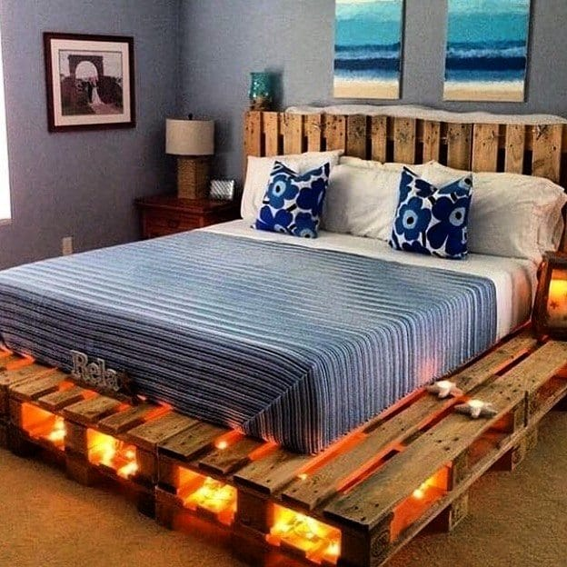 cama de pallet com lampada