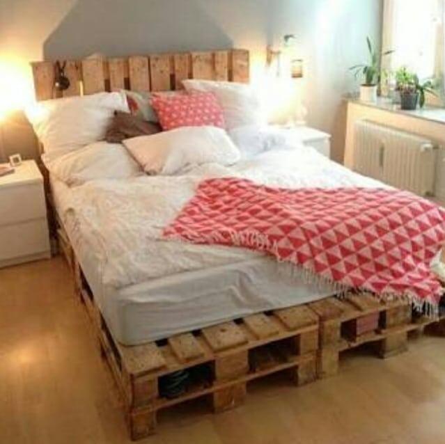 cama feita com pallet