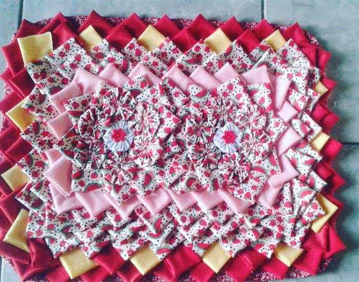 tapete com fuxico colorido