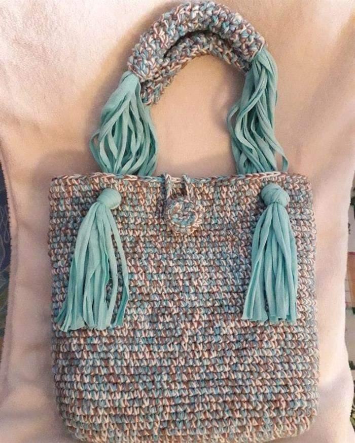 bolsa de fio de malha com franja