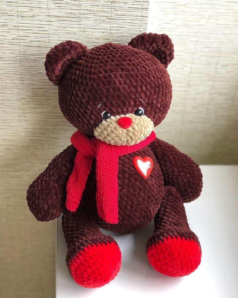ursinho marrom e vermelho