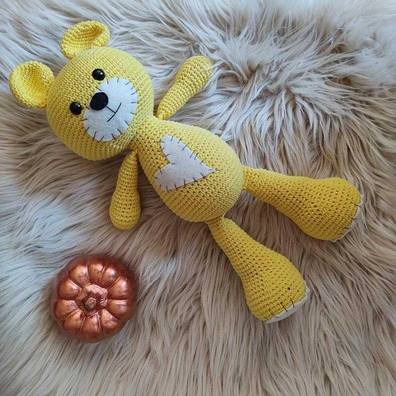 urso amigurumi amarelo