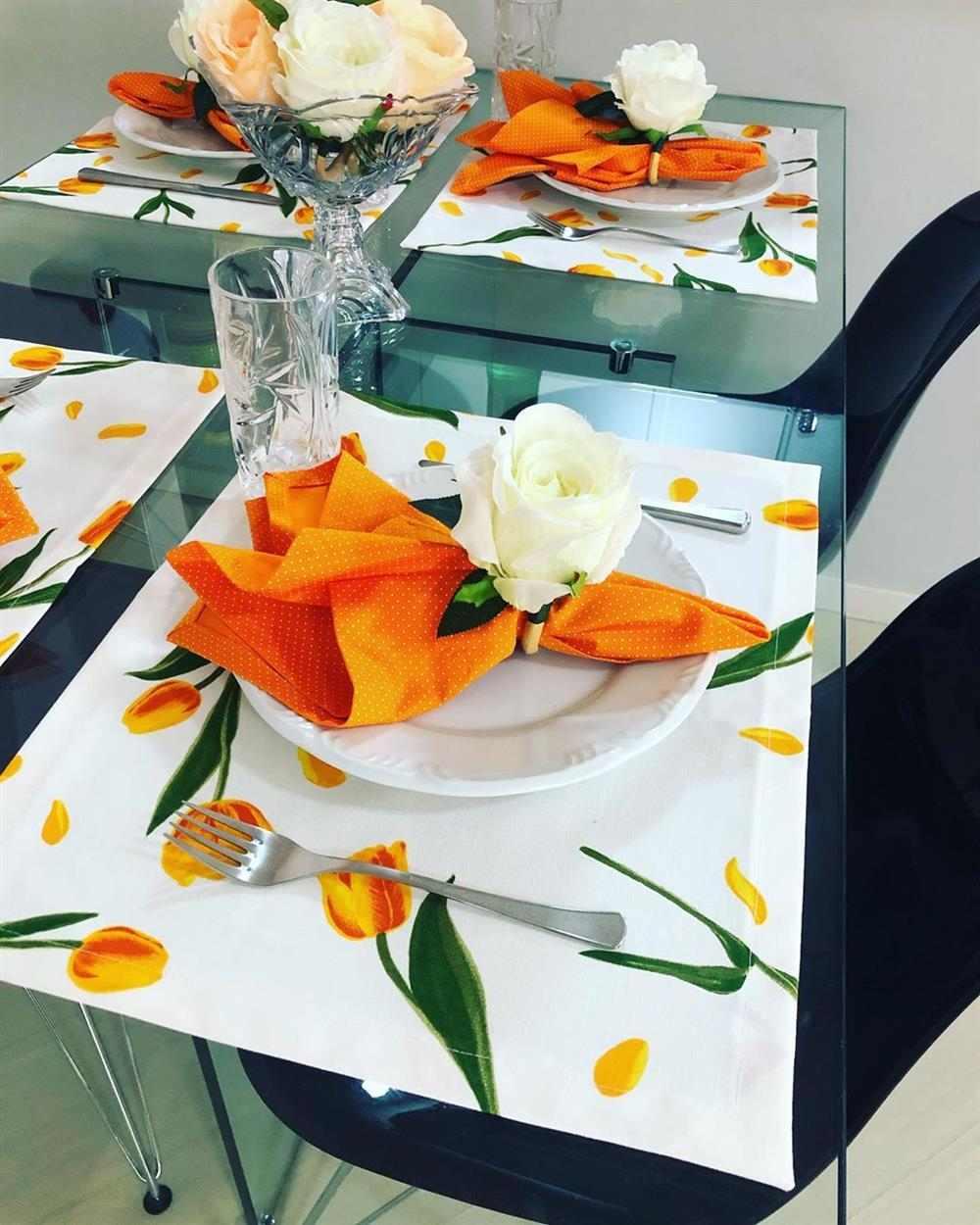 decoração com estampa de tulipas