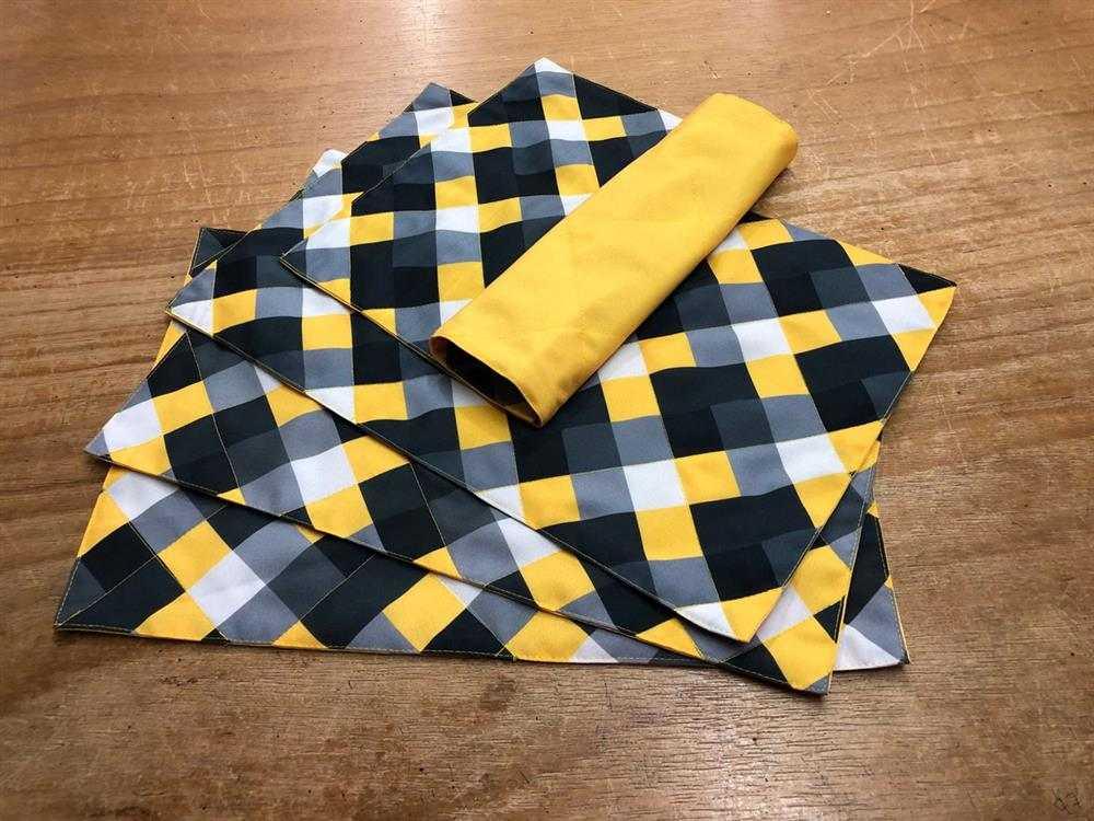jogo americano de tecido geométrico amarelo
