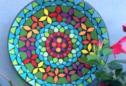 prato com mosaico bem colorido