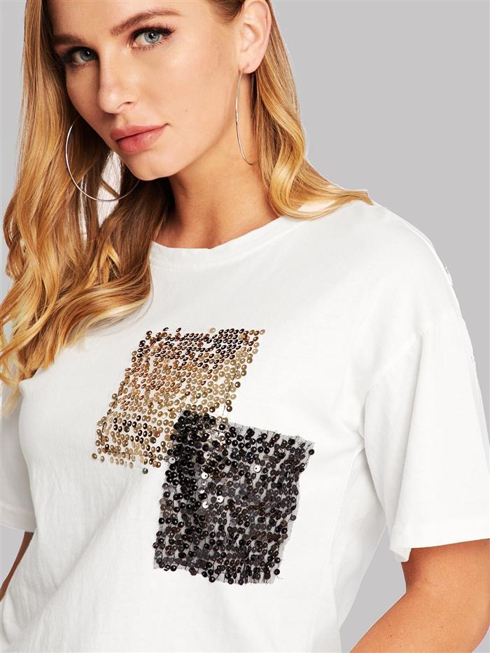 Customização de camiseta com lantejoulas