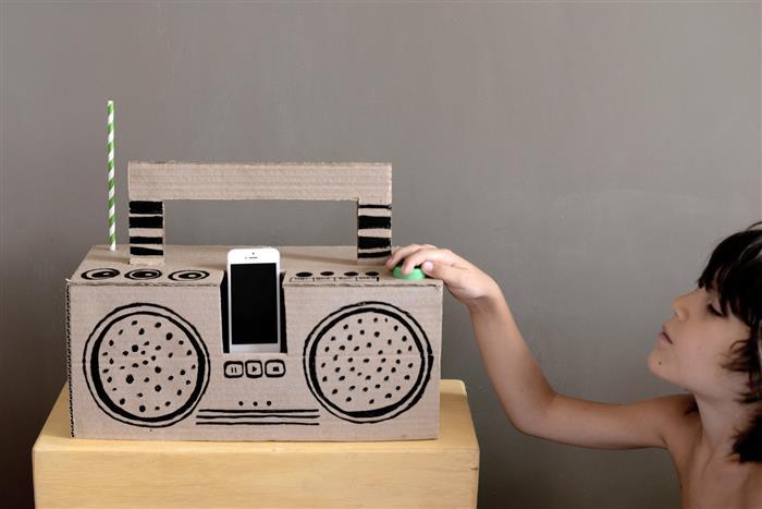 Caixa de som de papelão